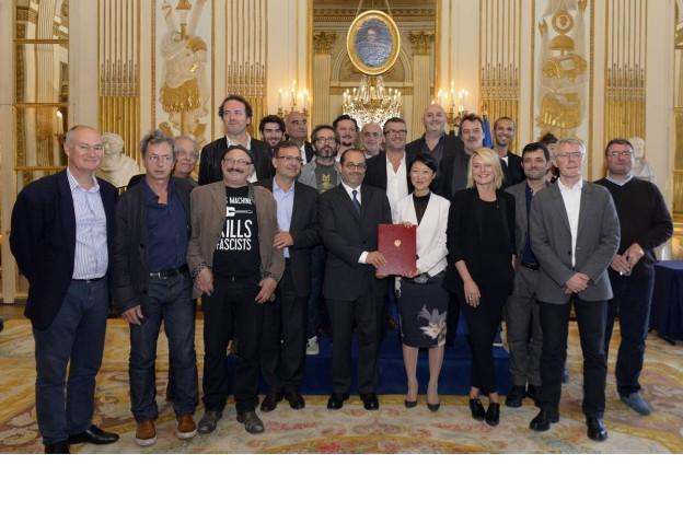 Signature du protocole d'accord pour un développement équitable de la musique : la photo de famille