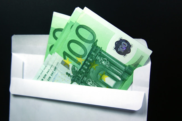 Paiement Argent comptant (argent comptant devise). Euros dans enveloppe.